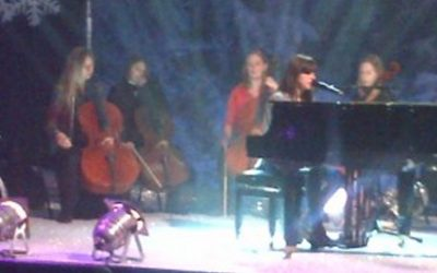 GABRIELLE APLIN performance